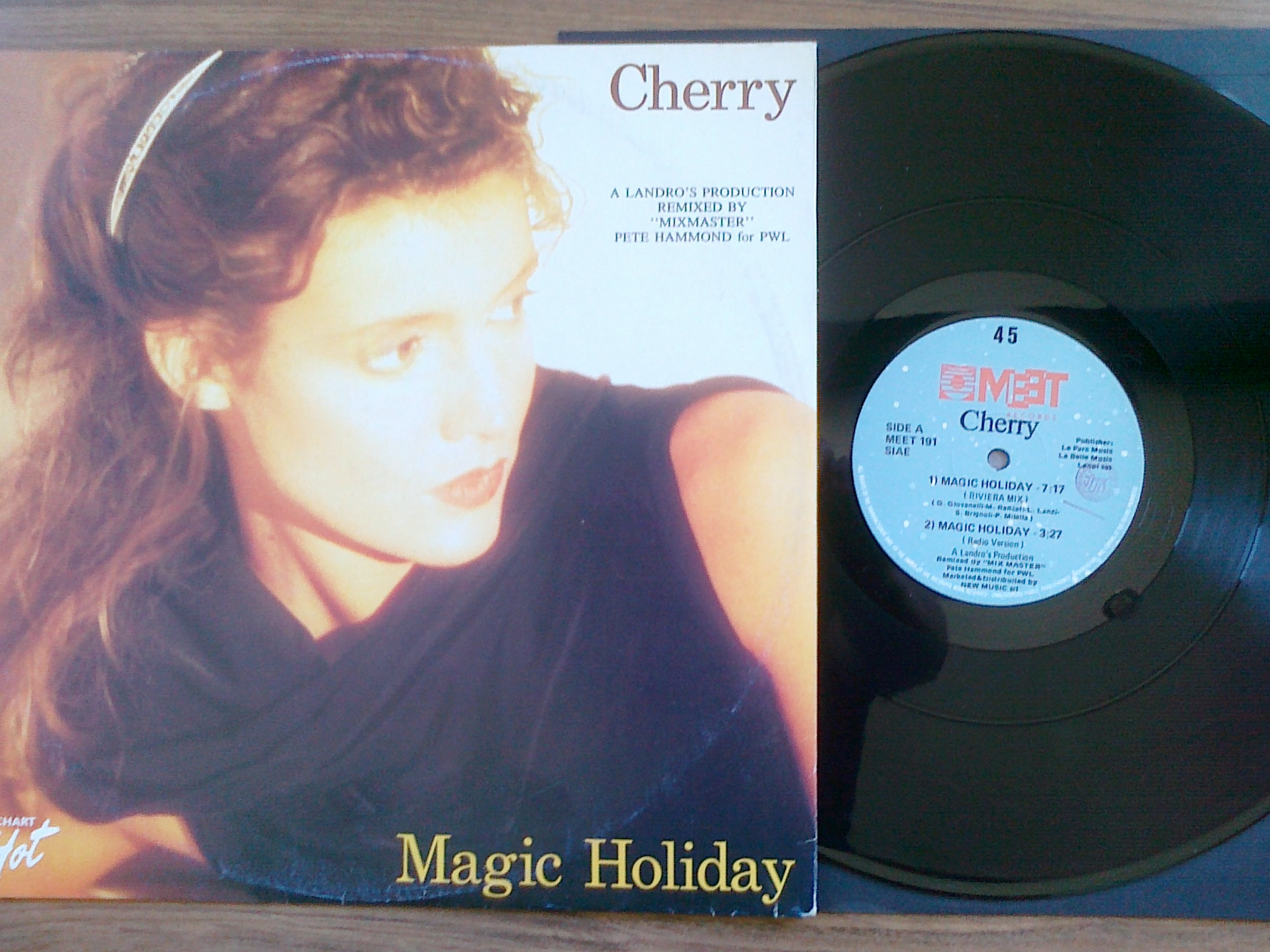 Cherry - Magic Holiday